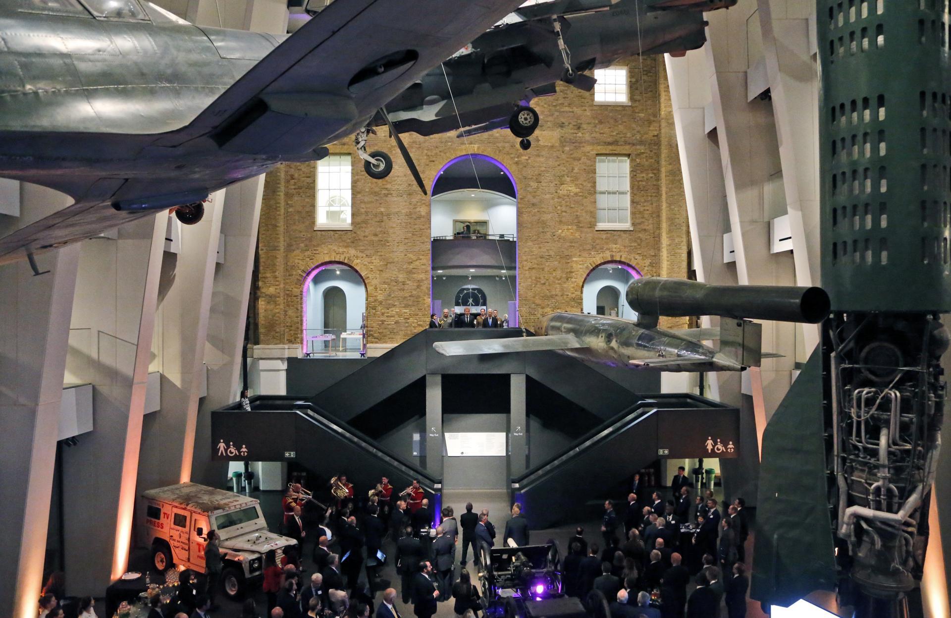 9. október 2017 Londýn, Spojené kráľovstvo: Britský princ Harry prichádza do londýnskeho Imperial War Museum na stretnutie s vojakmi, veteránmi a ich rodinami.